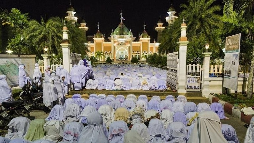 Thai Muslim women offer prayers at Pattani mosque during the month of Ramadan in Thailand's restive southern Pattani province on July 11, 2013. The Thai government and Muslim rebels have agreed to try to curb violence during Ramadan, a Malaysian official said Friday, marking a new step towards ending nearly a decade of conflict.