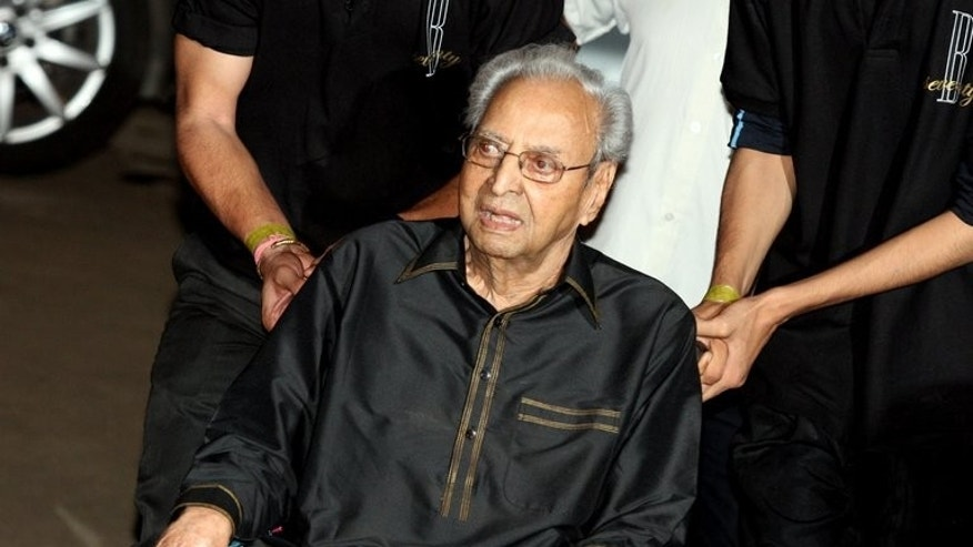 File picture taken on October 10, 2012 shows Bollywood actor Pran Sikand arriving for a ceremony in Mumbai. Veteran actor Pran -- who played villains and character roles in more than 400 movies -- has been cremated in Mumbai following his death at the age of 93.