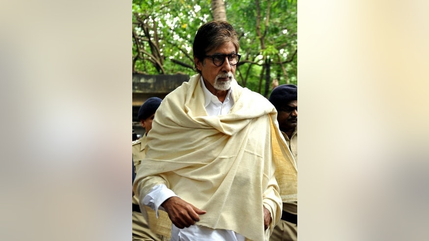 Bollywood actor Amitabh Bachchan arrives for the cremation of late actor Pran in Mumbai, on July 13, 2013. Veteran actor Pran -- who played villains and character roles in more than 400 movies -- has been cremated in Mumbai following his death at the age of 93.