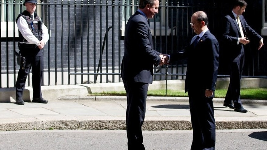 David Cameron (L) greets Myanmar President Thein Sein on Downing Street on July 15, 2013. The British Prime Minister urged Thein Sein to defend human rights as the former junta general made his first official visit to London.