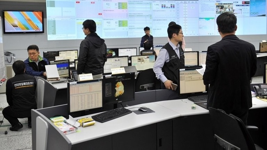 Members of the Korea Internet Security Agency check on cyber attacks at their briefing room, in Seoul, on March 20, 2013. S.Korea on Tuesday blamed North Korea for a crippling cyber attack last month against a number of government and news media websites.