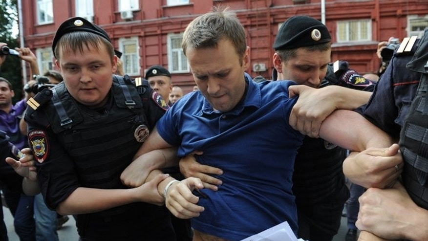 Police detain Russia's top opposition figure Alexei Navalny (C) in Moscow July 10, 2013. A Russian court will on Thursday deliver a verdict in the embezzlement trial of Navalny, an abrasive critic of President Vladimir Putin who risks years in prison and an end to his budding political career.