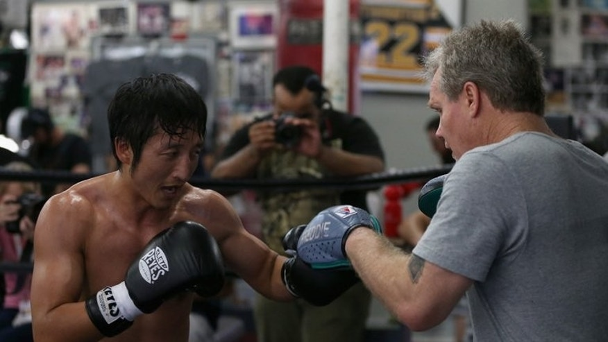 Zou Shiming trains with Freddie Roach on July 11, 2013 in Hollywood. The 32-year-old Zou, who is a three-time amateur world champion, is attempting to become the first Chinese to make a name for himself on the global stage in a sport that was once banned in his country.