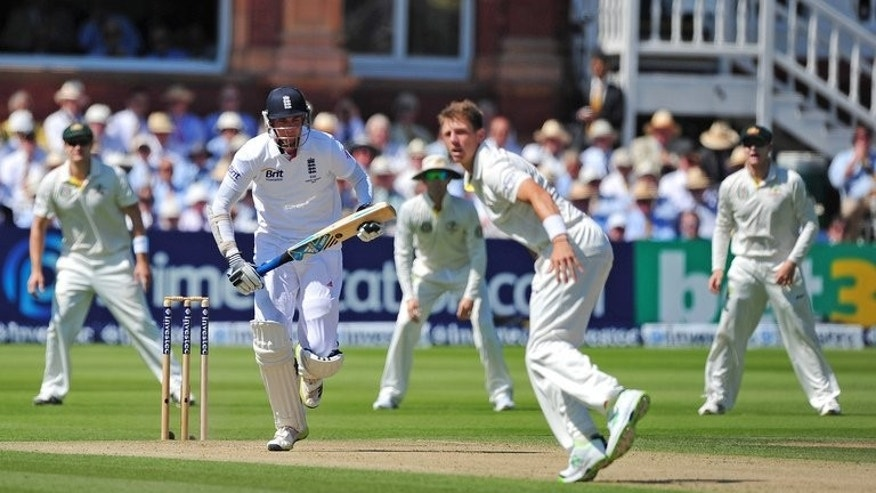 Stuart Broad (2nd left) makes a run on the second day of the second Ashes test at Lord's on Friday. Ashes-holders England lead the five-match series 1-0.