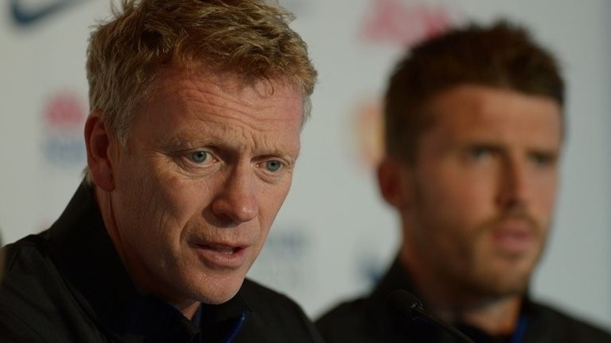 "Manchester United Manager David Moyes (L) speaks at a pre-match media conference in Sydney on July 19, 2013. Moyes said Friday he hopes to have some good news about the possibility of Barcelona's Cesc Fabregas joining Manchester United in the ""next day or so""."
