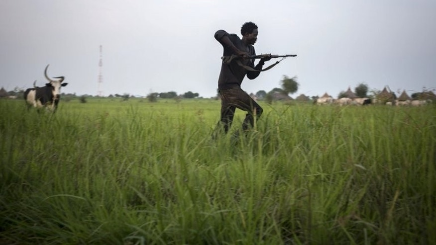 A member of the Lou Nuer tribe comes back home in the Yuai village, Uror county, Jonglei state in South Sudan, on July 23, 2013 after fighting against the rebel group of Yau Yau in Pibor county.