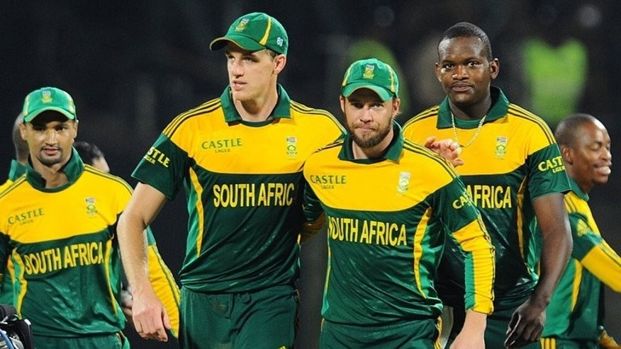 South Africa's captain AB de Villiers (3rd R) leaves the pitch with teammates after winning their third ODI match against Sri Lanka, at the Pallekele International Cricket Stadium, on July 26, 2013. De Villiers says he wants a win to improve his nation's poor track record in Sri Lanka, where the Proteas have won just two of their 14 completed one-dayers going back to 1993.