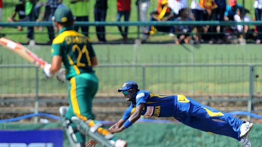 Angelo Mathews (right) fields a ball as South Africa's Jean-Paul Duminy looks on in Pallekele on Sunday. Sri Lanka's captain won the toss and chose to bat in the fifth and final one-day international against South Africa in Colombo on Wednesday.