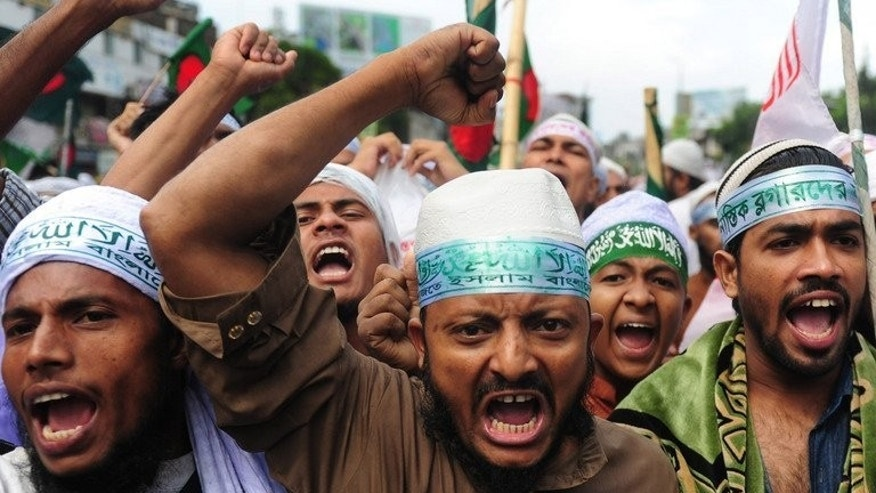 Islamist protesters protest in Dhaka, on May 5, 2013. Bangladesh's main Islamist party has been banned from contesting next year's election after the High Court ruled that Jamaat-e-Islami's charter breached the country's secular constitution.
