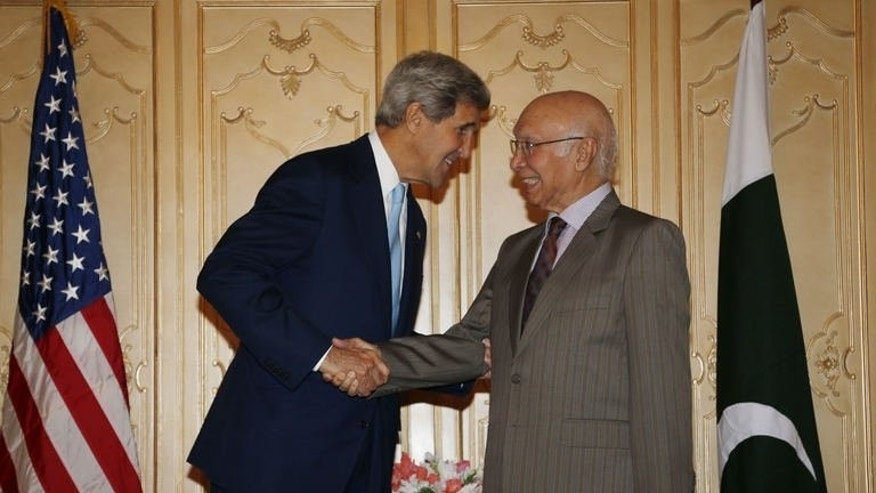 US Secretary of State John Kerry (L) shakes hands with Pakistan's Foreign Affairs advisor Sartaj Aziz in Islamabad on August 1, 2013.Kerry flew to Pakistan late on July 31 to press the new government on eliminating Islamist militant safe-havens as US-led troops prepare to leave Afghanistan.