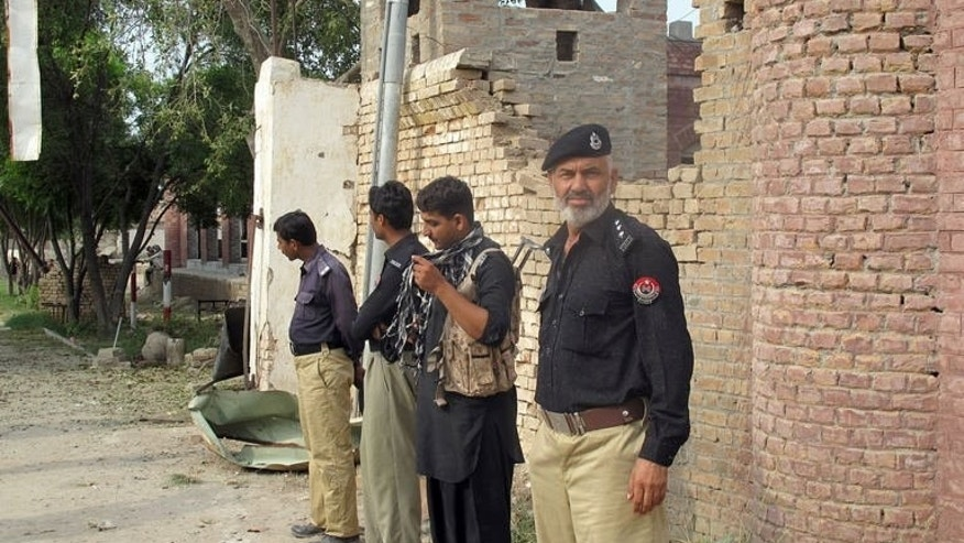 Pakistani policemen stand outside the Central Prison after a Taliban militant attack in Dera Ismail Khan, in Khyber Pakhtunkhwa province on July 30, 2013. Taliban insurgents freed hundreds of prisoners including hardline militants in a brazen assault on a jail in northwest Pakistan that was bombarded with mortars and rocket-propelled grenades, officials said.