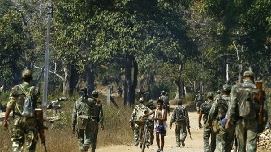 Indian soldiers battling Maoist rebels patrol the Dantewada district of Chhattisgarh, on January 20, 2008. Maoist guerrillas blew up a railway track in the eastern Indian state of Bihar, disrupting rail traffic near Bodh Gaya -- Buddhism's holiest site -- a railway official told AFP.