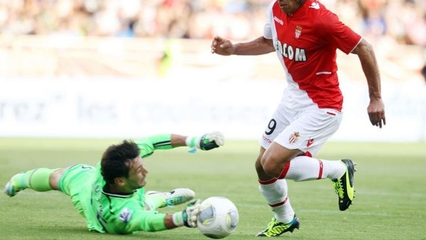 Tottenham Hotspur's goalkeeper Hugo Lloris (L) tries to get the ball from Monaco's forward Radamel Falcao during their friendly football match at the Louis II stadium, in Monaco on August 3, 2013. Monaco won 5-2.
