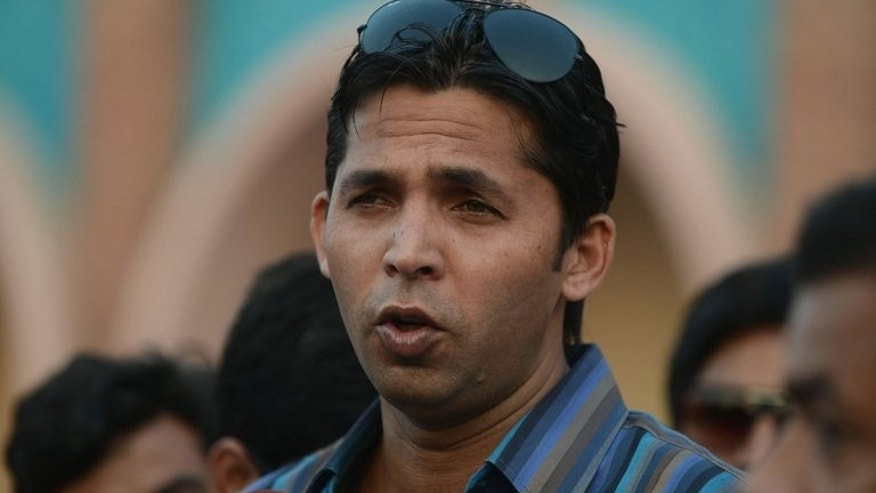 Disgraced former Pakistan fast bowler Mohammad Asif talks with media representatives in Lahore on October 29, 2012. Asif on Wednesday apologised for his role in a notorious 2010 spot-fixing scandal, admitting his guilt for the first time and accepting a five-year ban.