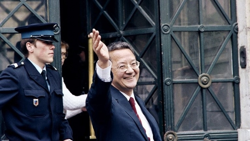 A file picture taken on May 14, 1987 shows French lawyer Jacques Verges waving in front of the law court of Lyon. Verges, who died on August 15, 2013 at the age of 88, was one of the most controversial and feared lawyers recognised by the Paris bar.