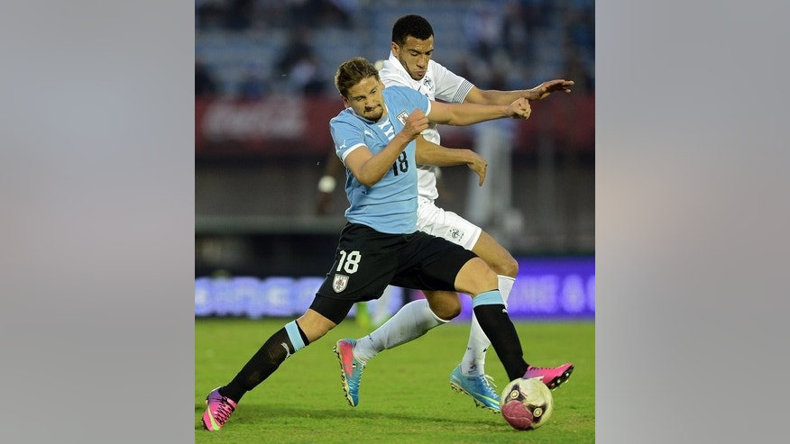 France's midfielder Etienne Capoue (right) and Uruguay's Gaston Ramirez during a friendly on June 5, 2013 at the Centenario Stadium in Montevideo.Tottenham Hotspur have reached an agreement to sign France midfielder Etienne Capoue, the club announced Thursday.