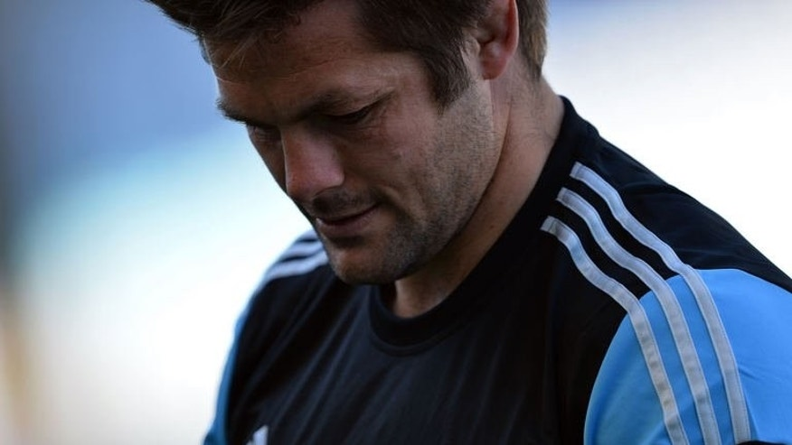 New Zealand captain Richie McCaw practices during a training session in Sydney, on August 16, 2013. McCaw says the All Blacks will target Australia's uncapped fly-half Matt Toomua and explosive winger Israel Folau in their Bledisloe Cup opener on August 17, 2013.