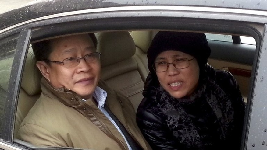 Liu Xia (R), Liu Xiaobo's wife, and human rights lawyer Mo Shaoping arrive at a Beijing court for the trial of her brother Liu Hui on April 23, 2013. A Chinese court on Friday upheld an 11-year prison sentence handed to Liu Hui, a lawyer said.