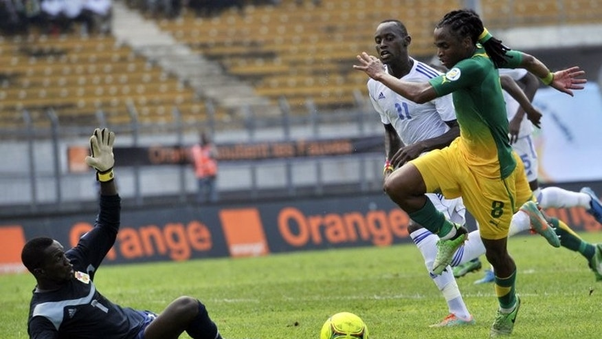 Siphiwe Tshabalala (right) on the ball against Central African Republic in Yaounde in June. Tshabalala scored the opener as South Africa made heavy weather of a 2-0 World Cup warm-up win over Burkina Faso Saturday duing the Nelson Mandela Sport Day at Soccer City stadium in Soweto.