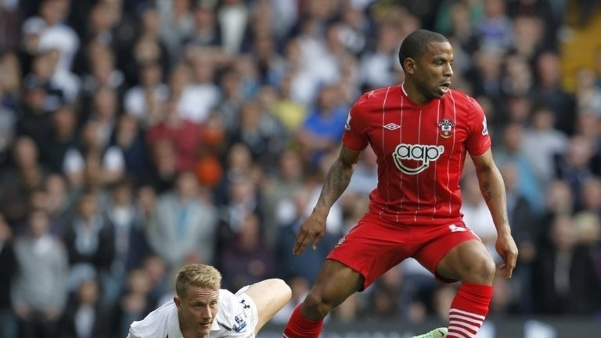 Southampton's English midfielder Jason Puncheon (R) escapes from Tottenham's Lewis Holtby during the English Premier League match at White Hart Lane in north London on May 4, 2013. Premier League new boys Crystal Palace on Wednesday signed Puncheon on a season-long loan deal from top-flight rivals Southampton.