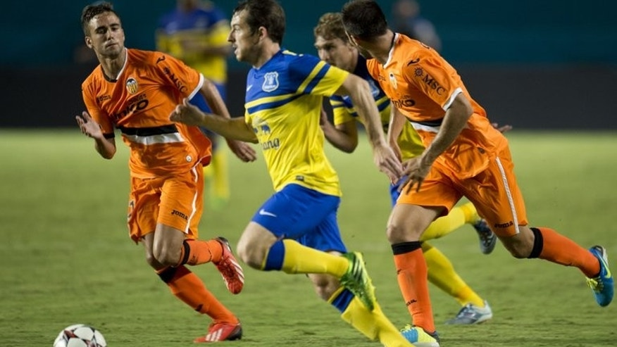 Everton's Leighton Baines tries to get past the Valencia defense during a 2013 International Champions Cup on August 6, 2013, Florida. Manchester United manager David Moyes says former club Everton will harm the careers of Baines and Marouane Fellaini if they prevent the pair from following him to Old Trafford.