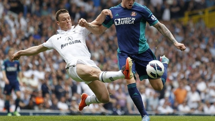 Former Tottenham Hotspur midfielder Scott Parker (L) pictured playing for the club on May 19, 2013. Parker signed to Fulham in a move that keeps him in the Premier League.
