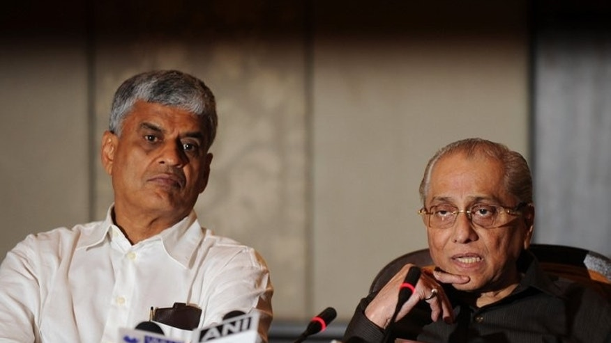 BCCI president Jagmohan Dalmiya (right) and secretary Sanjay Patel at a press conference in New Delhi on June 10. Patel will meet Cricket South Africa chief executive Haroon Lorgat on September 16 or 17.