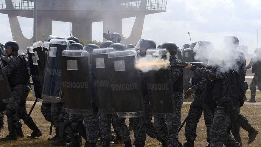 Riot police clash with protestors in Brasilia on September 7, 2013.
