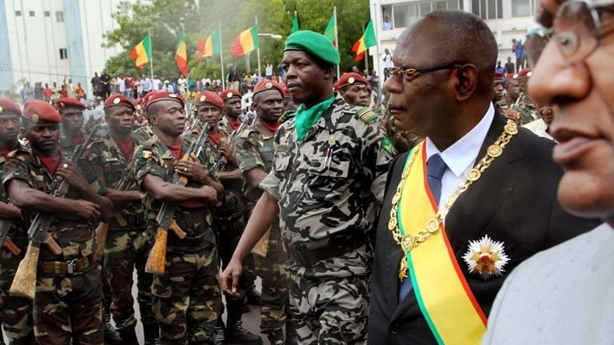 New Malian President Ibrahim Boubacar Keita (R) after taking the oath of office on September 4, 2013 in Bamako.