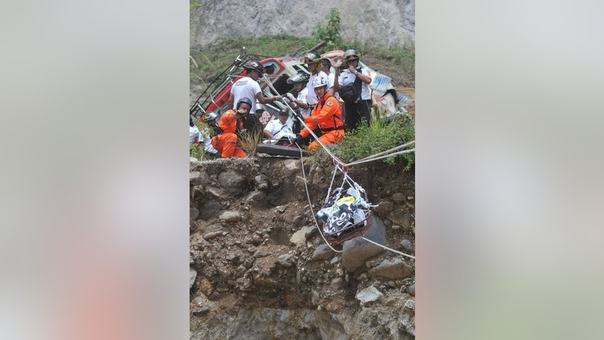 Firefighters recover a body at site of a bus accident on September 9, 2013 in the municipality of San Martin Jilotepeque. Rescue workers installed cables between the banks of the river to move the bodies on stretchers above the water, their grim task becoming more difficult as it started raining.