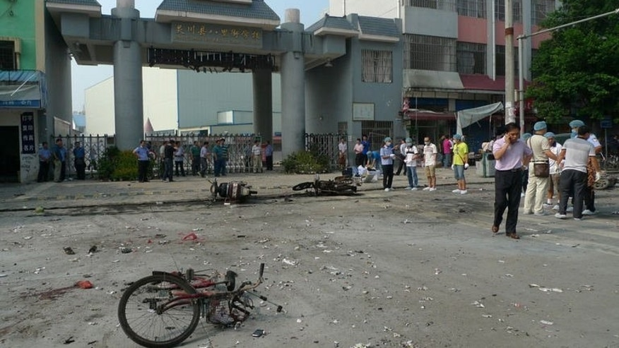 A damaged bicycle lies on the ground after an explosion outside a primary school in Guilin, southwest China's Guangxi province on September 9, 2013, which killed two people and injured 44 others, state-run media and a local official said.