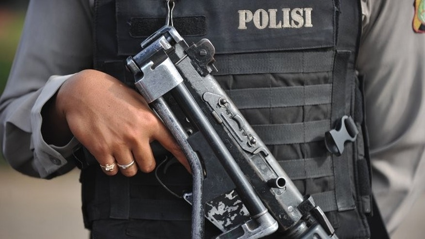 An Indonesian policeman holds his weapon, pictured on December 21, 2012. A police officer was shot dead in Jakarta on Tuesday, officials said.
