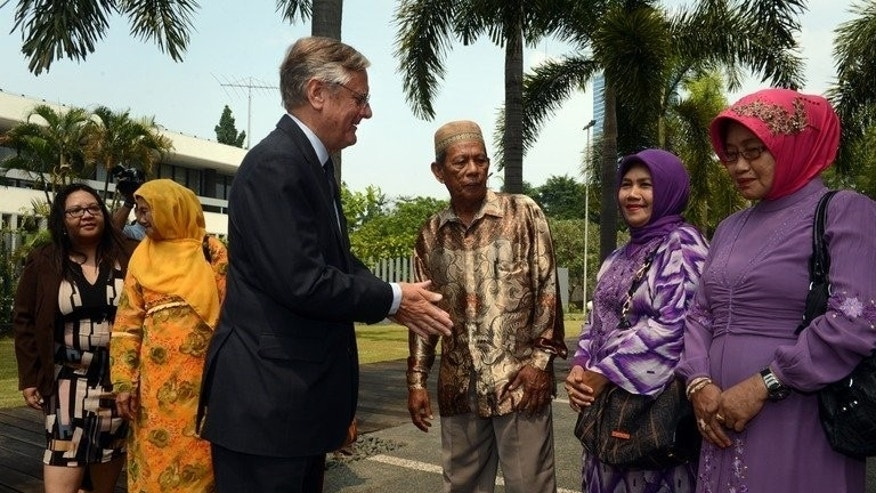 "Dutch ambassador Tjeerd De Zwaan (3rd left) talks with Indonesian relatives of victims of summary executions by the Dutch army in the 1940s, during a ceremony at the Dutch embassy in Jakarta on September 12, 2013. The Netherlands has sought to ""close a difficult chapter"" with its former colony Indonesia by publicly apologising for summary executions carried out by the Dutch army in the 1940s."