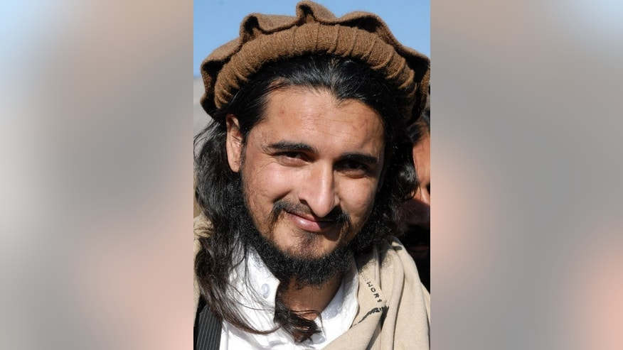 Tehreek-e-Taliban leader Hakimullah Mehsud speaks with the media in Mamouzai, on November 26, 2008. Senior Pakistani Taliban commanders have opened discussions on how to respond to an invitation from the government on talks to end an insurgency that has killed thousands of people.
