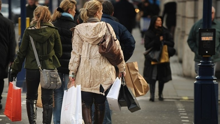 Shops in England will routinely charge customers 5p for plastic bags from 2015 under government plans to be unveiled this weekend.