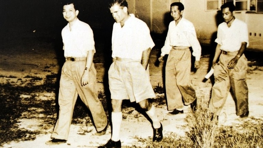 This photo taken in 1955 and received from the National Archives of Malaysia shows the former communist leader Chin Peng (left) during negotiations with the Malaysian government in Kuala Kubu Bharu. Chin Peng -- who led a guerrilla campaign against British colonial rule -- has died in exile in Thailand, according to his military liaison.