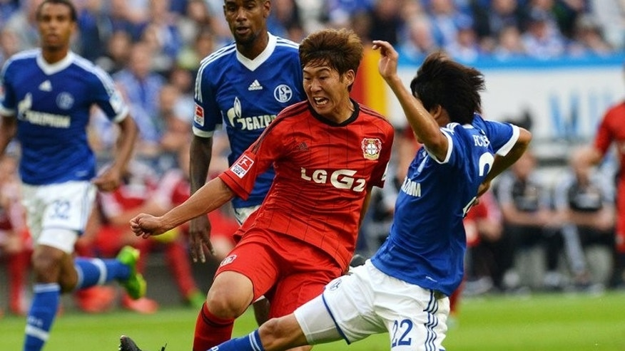 Leverkusen's South Korean striker Heung Min Son and Schalke's Japanese defender Atsuto Uchida (R) vie for the ball during the German first division Bundesliga football match FC Schalke 04 vs Bayer Leverkusen in the western German city of Gelsenkirchen on August 31, 2013. AFP PHOTO / PATRIK STOLLARZ RESTRICTIONS - DFL RULES TO LIMIT THE ONLINE USAGE DURING MATCH TIME TO 15 PICTURES PER MATCH. FOR FURTHER QUERIES PLEASE CONTACT DFL DIRECTLY AT + 49 69 650050 .