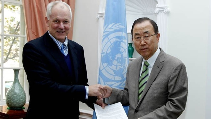 September 15, 2013: This photo released by the United Nations shows professor Ake Sellstrom, head of the chemical weapons team working in Syria, handing over the report on the Al-Ghouta massacre to Secretary-General Ban Ki-moon. (AP Photo/United Nations)
