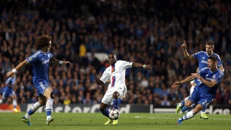 FC Basel's Giovanni Sio (C) vies for the ball against Chelsea's Brazilian defender David Luiz (L) and Chelsea's English defender Gary Cahill (R) during their UEFA Champions League Group E football match at Stamford Bridge in London on September 18, 2013. Basel won 2-1.