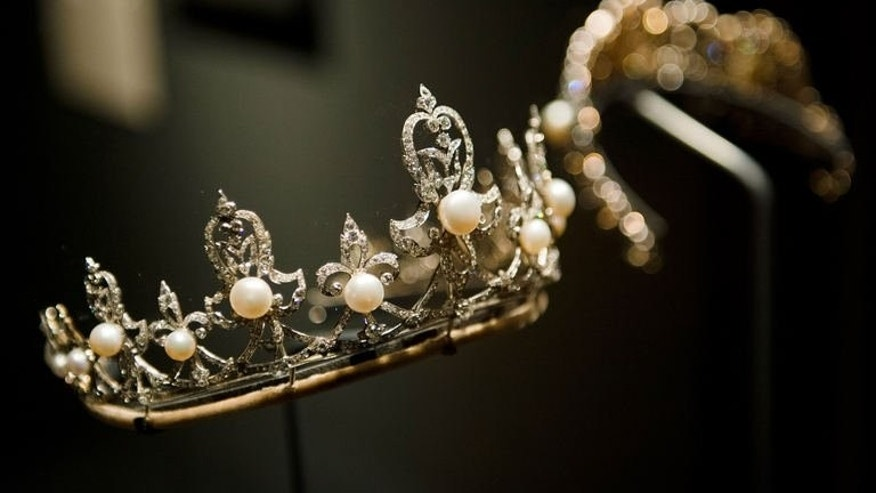 "The Lady Raine Spencer tiara, owned by stepmother to the late Diana, Princess of Wales is displayed in the V&A's ""Pearls"" exhibition in west London on September 18, 2013."