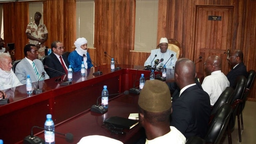 Mali's new president Ibrahim Boubacar Keita (C) meets with representatives of various armed groups from northern Mali on September 17, 2013 in Bamako.