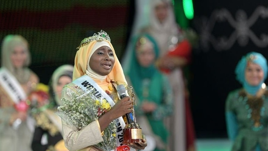 The newly crowned Muslimah World 2013 Obabiyi Aishah Ajibola (C) of Nigeria speaks to the audience during the Muslimah World competition in Jakarta on September 18, 2013.