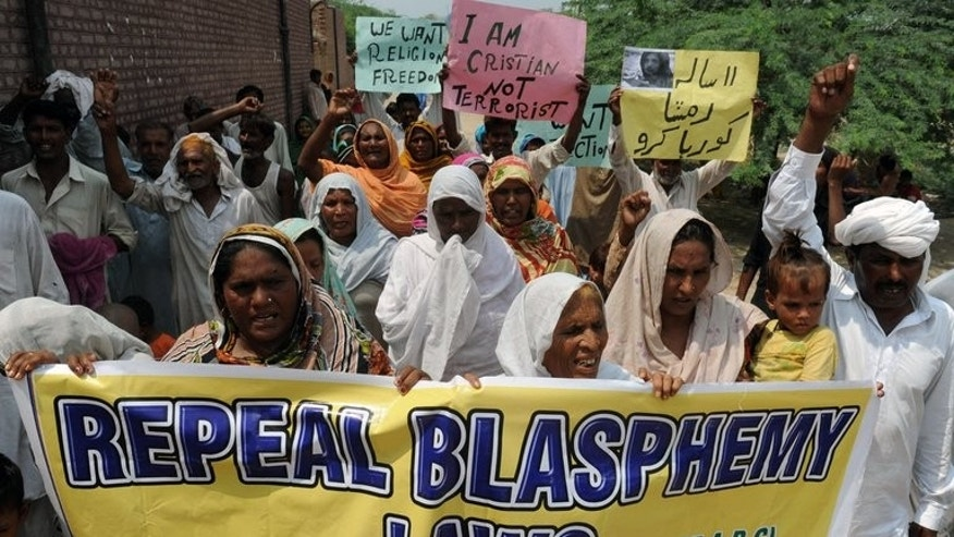 Pakistani Christian villagers march during a protest against the country's strict blasphemy laws in Korian on August 30, 2012. Pakistan's top religious clerics Wednesday suggested amendments to the country's controversial blasphemy laws, proposing the death penalty for people convicted of making false accusations.