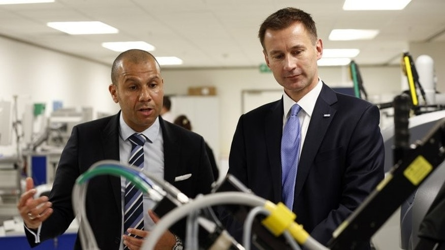 Health Secretary Jeremy Hunt (R) takes a tour of University College Hospital in central London on June 21, 2013. Failing hospitals will be paired with managers from top-performing ones while a ??10 million leadership programme will seek to draw new talent into Britain's NHS, under government plans unveiled Thursday.