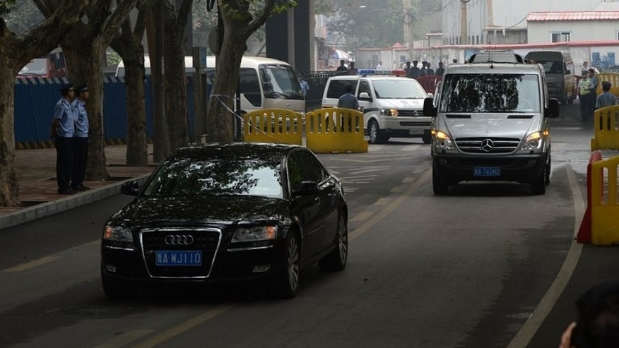 The convoy believed to be carrying disgraced politician Bo Xilai arrives at court in Jinan on September 22, 2013.