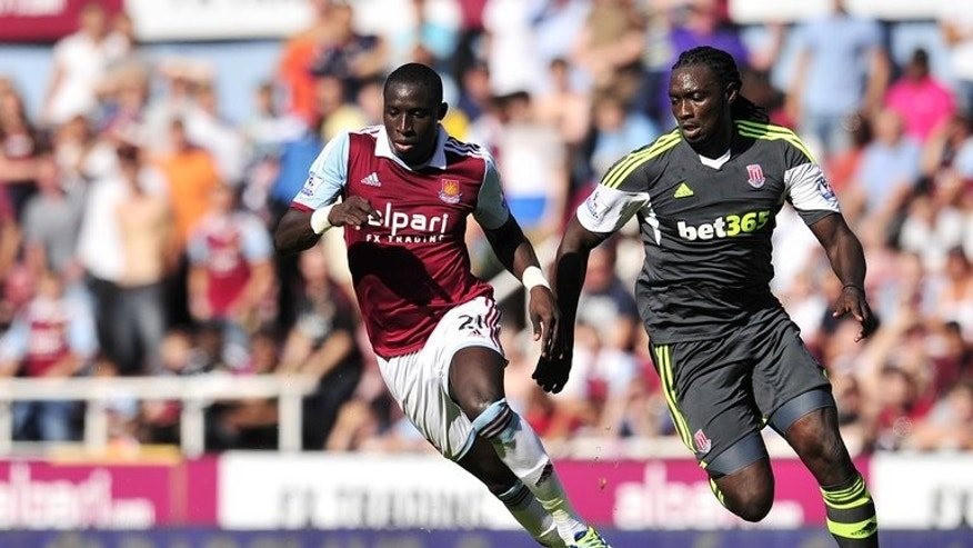 West Ham's Mohamed Diame (L) races for the ball with Stoke City's Kenwyne Jones during an English Premier League match at Upton Park, on August 31, 2013.