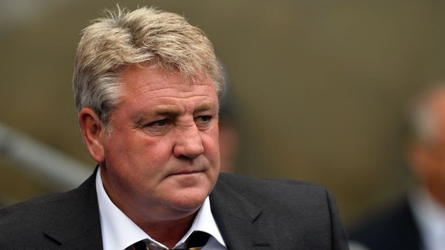 Hull manager Steve Bruce looks on before a Premier League match against between Manchester City at the Etihad Stadium in Manchester on August 31, 2013. Bruce believes Paulo Di Canio's heavy-handed managerial style was one of the key reasons that led to the Italian's downfall as he was sacked as Sunderland head coach at the weekend.