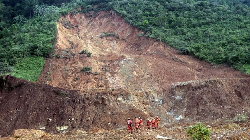 "Members of the Mexican rescue team ""Topos"" (Moles) search for victims of a landslide in La Pintada, Guerrero state, on September 23, 2013."