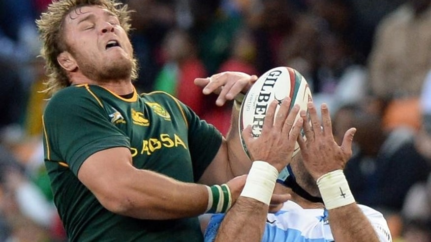 South Africa's Fourie du Preez (L) fights for the ball during the Rugby Championship first round match against Argentina at the Soccer City stadium in Soweto, on August 17, 2013