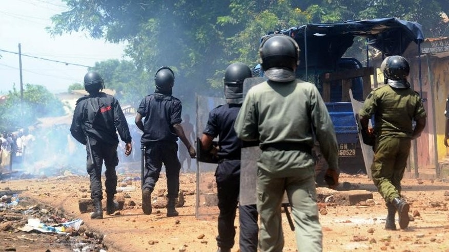 Police disperse demonstrators on July 31, 2013 in Conakry, Guinea during a protest over electricity cuts
